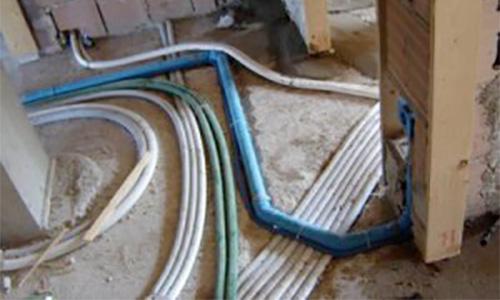 TUBAZIONI E RACCORDERIA : Tubazioni e raccorderia di vario genere per la realizzazione d'impianti termoidraulici e per lo scarico